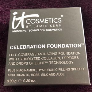 iT Celebration Foundation Pressed Powder Med/Beige
